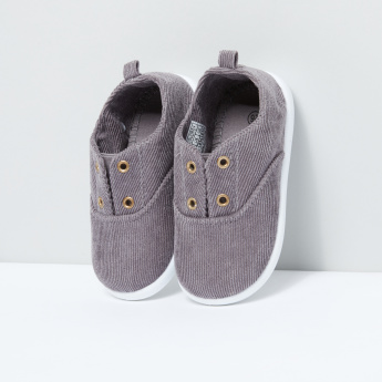 Textured Shoes with Eyelet Detail