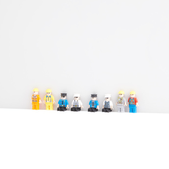 Figures Family 8-Piece Playset