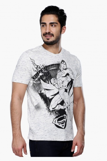 Superman Printed Short Sleeves T-Shirt with Round Neck in Regular Fit