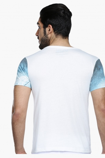 Printed T-Shirt with Round Neck and Short Sleeves in Slim Fit