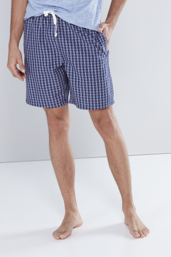 Plain Round Neck T-shirt with Chequered Shorts