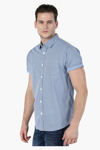 Printed Short Sleeves Casual Shirt in Regular Fit