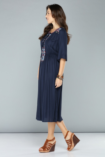 Embroidered Midi Dress with Short Sleeves and Tie Up