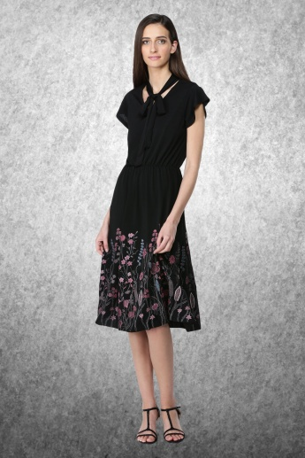 Printed Dress with Short Sleeves and Tie Up Neck