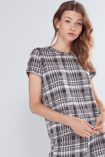 Chequered Top with Round Neck and Short Sleeves