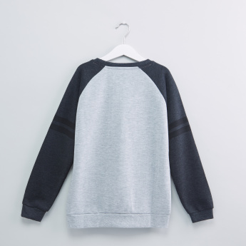 Embossed Raglan Sleeves Sweatshirt