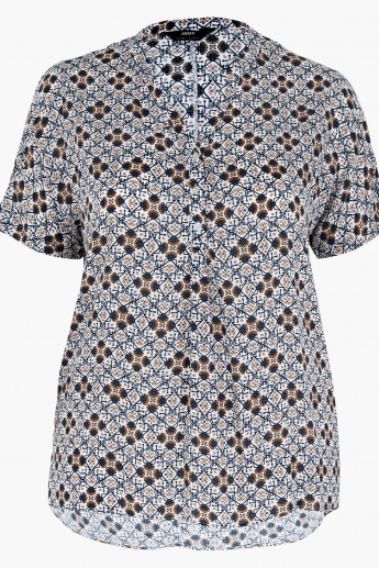 Printed Short Sleeves Top in Regular Fit