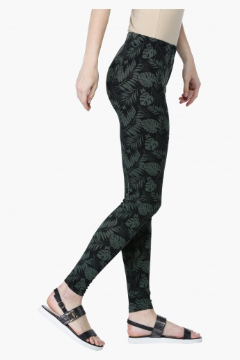 All Over Print Leggings in Slim Fit