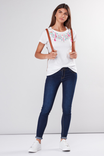 Embroidered Round Neck T-Shirt with Short Sleeves and Tassels