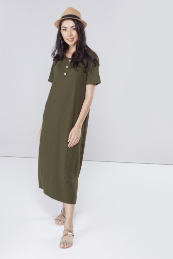 c62d5dc50d83c Ribbed Round Neck Midi Dress with Short Sleeves and Button Detail